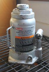 Pro-Lift 20 ton/40,000 lb Hydraulic Bottle Jack
