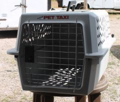 Grey PetMate Pet Taxi / Carrier / Kennel-MEDIUM