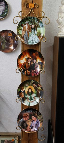 Set of 4 Gone with The Wind Collector Plates and Rack