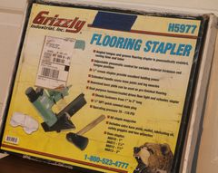 Grizzly H5977 Flooring Stapler w/ Full Box of Staples-LIKE NEW