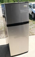 Magic Chef MCBR1010GS 10 C.F. Stainless Steel Refrigerator/Freezer