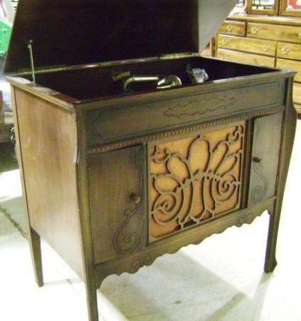 Antique Silvertone Phonograph Winged Cabinet w/10 albums - Antique Silvertone Phonograph Winged Cabinet W/10 Albums AT Estate