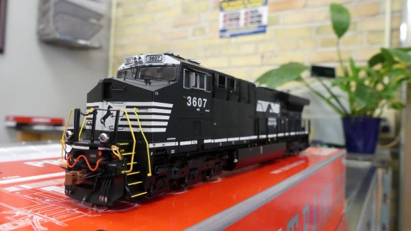 Scaletrains Rivet Counter Ho Scale (2nd Release) ET44AC Norfolk Southern DCC & Sound