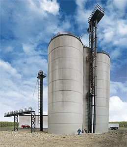 Walthers Cornerstone HO Scale Corn Storage Silos & Elevators