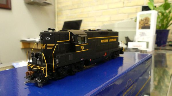 Athearn Genesis Ho Scale Western Maryland GP9 DCC & Sound