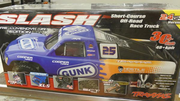 Traxxas 1/10 Scale 2WD Slash Arie Luyendyk Jr. Edition 2.4 GHz