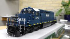 Bowser (2nd Release) Ho Scale HLCX SD40-2 DCC & Sound W/Ditchlights