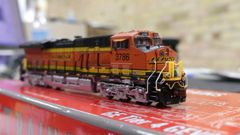 Scaletrains Rivet Counter N Scale ET44C4 BNSF DCC & Sound