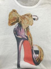 t-shirt with high heel shoe