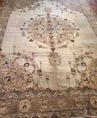 Antique handwoven Persian Tabriz size 8'x11' circa 1900 light colors