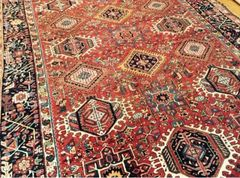 Antique handwoven Persian Herize rug size 7'x10' circa 1930s