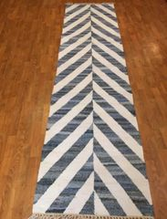 "#L00529 DECORATIVE HANDWOVEN FLAT WEAVE RUNNER SIZE 2'6""X10'"