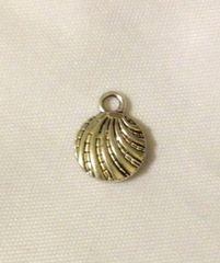 1241. 2 sided Shell Pendant