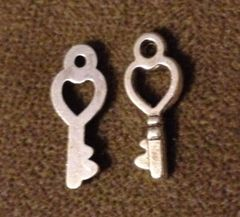 404. Small Hollow Heart Key Pendant