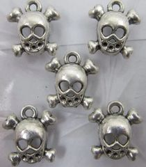 531. Skull and Crossbones Pendant