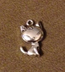 897. Cute Cat Pendant