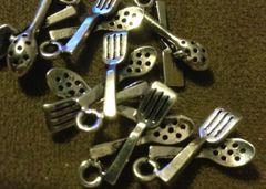 350. Strainer Spoon and Spatula Pendant