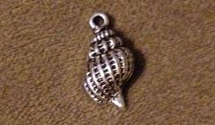 624. Conch Shell Pendant