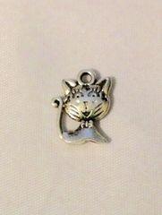 1573. Cat Pendant
