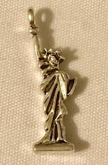 1280. Statue of Liberty Pendant