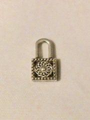 1538. Lock Pendant