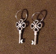 420. 4 Leaf Clover Key Pendant