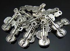 545. Small Violin Pendant