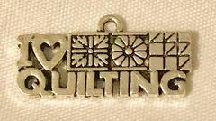 1808. I Love Quilting Pendant