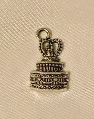1635. Wedding Cake with Couple Pendant
