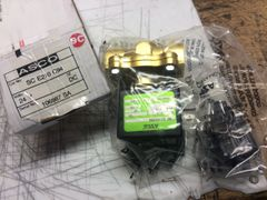 "ASCO SCE210C94 AIR & WATER SOLENOID 1/2"" 24VDC NEW"