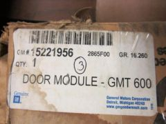 GM GMT 600- DOOR MODULE 15221956 NOS