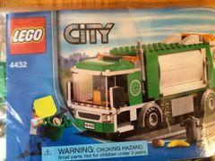4432 green garbage truck