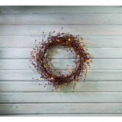 LIGHTED RED PIPBERRY WREATH