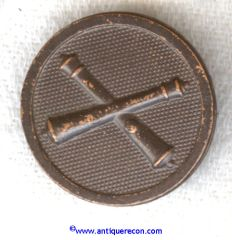 WW I US ARMY ENLISTED ARTILLERY COLLAR DISK - PIN BACK