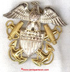 WW II US NAVY OFFICER CAP BADGE - GEMSCO