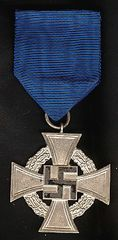WW II GERMAN CIVILIAN 25 YEAR FAITHFUL SERVICE MEDAL
