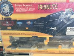 Lionel Peanuts Snoopy Railways G Train Set