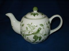 Green On the Vine Tea Pot