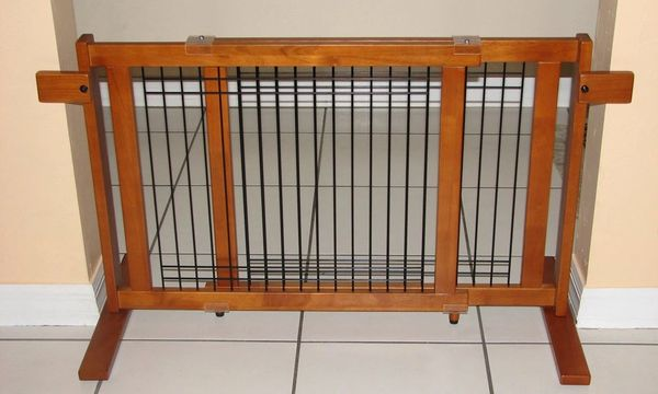 Crown Free Standing Indoor Pet Gate - Small Span | Pet Supply Discounts