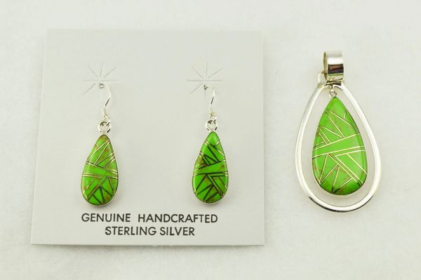 Sterling silver gaspeite inlay raindrop shaped earrings and pendant set. S274