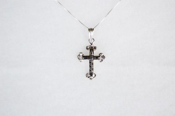 """Sterling silver black onyx inlay cross pendant with sterling silver 18"""" box chain. N103."""