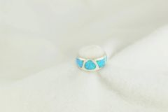 Sterling silver blue opal inlay ring. R240