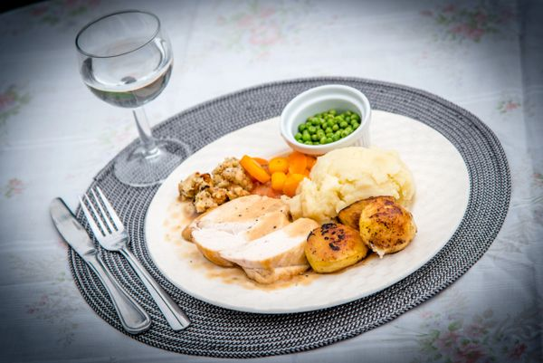 HUNGRY DAYS ROAST CHICKEN DINNER