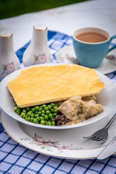HUNGRY DAYS CHICKEN & MUSHROOM PIE
