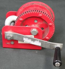 1000LB GEAR WINCH NIB With 25' Cable
