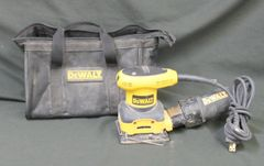 DEWALT 1/4 Sheet Palm Grip Sander D26441