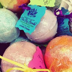 Fizzing Bath Bombs byMajestique