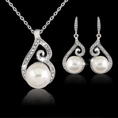 Set of Delicate Rhinestone Crystal & Imitation Pearl Pendant Necklace & Earrings