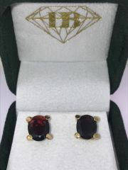 18KT YELLOW GOLD OVAL GARNET EARRINGS STUDS