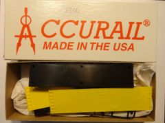 ACCURAIL 8300 HO SCALE 40 FT STEEL REEFER, UNDECORATED, YELLOW SIDES.
